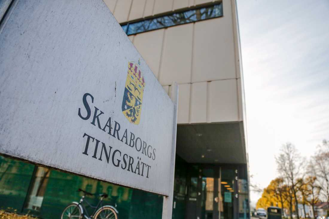 Två elever vid en gymnasieskola i Skaraborg åtalas vid Skaraborgs tingsrätt för hets mot folkgrupp. Arkivbild.
