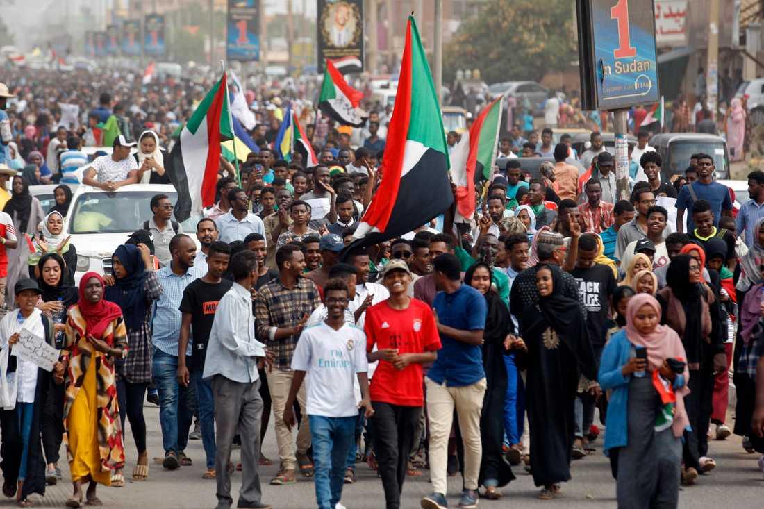 Sudan förbereder sig för övergången till civilt styre. På bilden demonstrerar oppositionen i huvudstaden Khartum den 1 augusti.