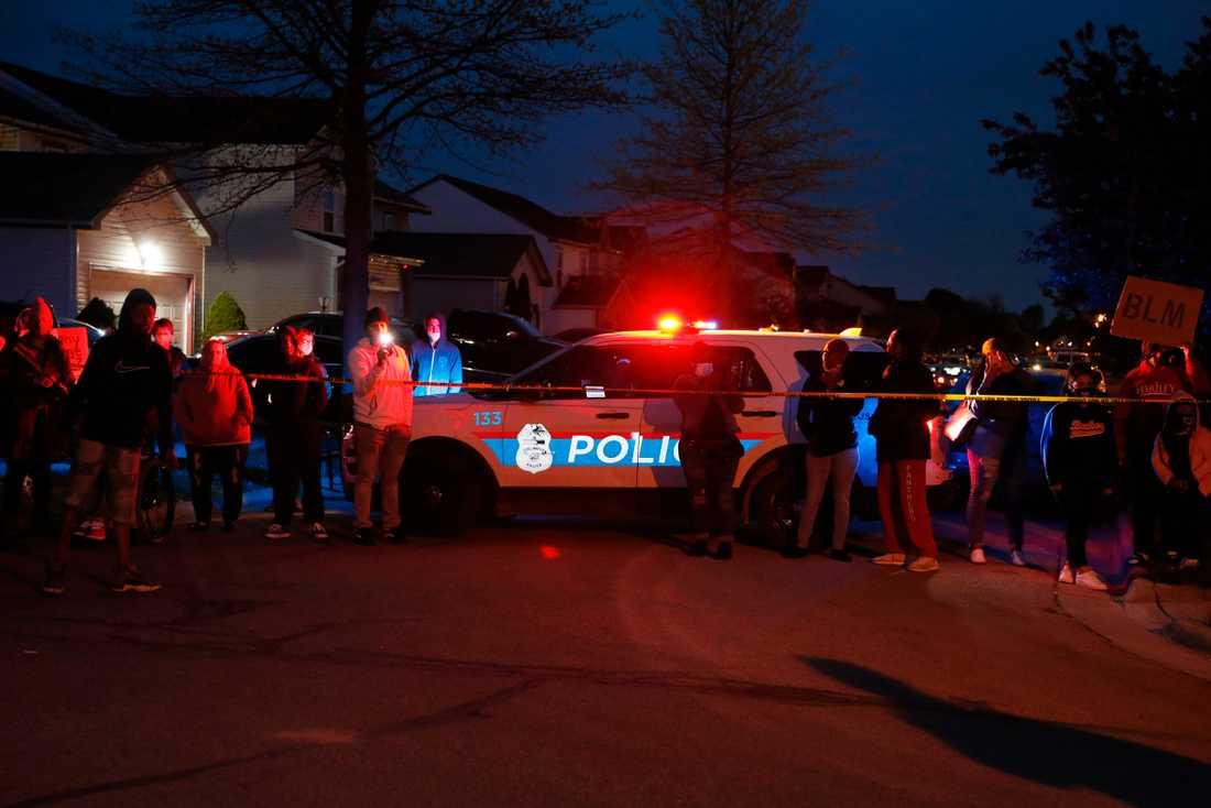 Polisen i Columbus fick ett larm om ett bråk på ett familjehem. Det slutade med att en 15-årig svart flicka sköts ihjäl.