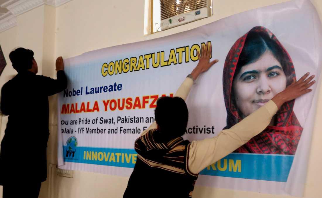 I Malalas hemland Pakistan hyllas hon som en hjältinna av alla som tror på flickors utbildning.