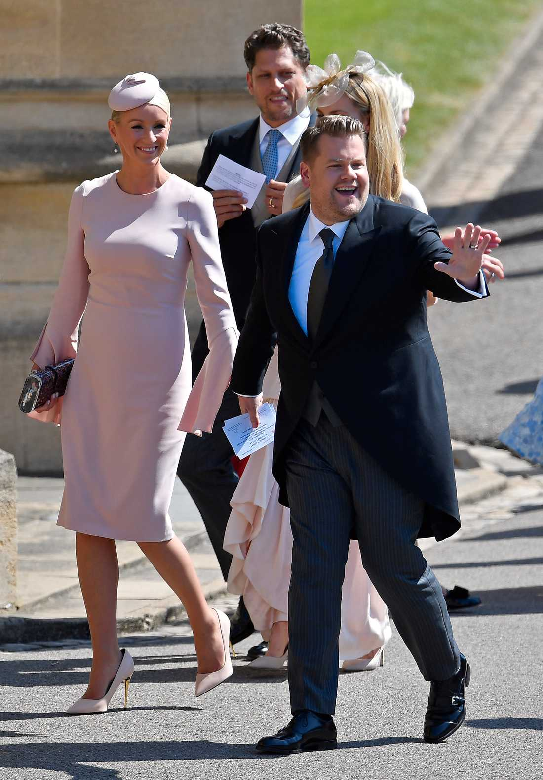 Komikern James Corden tillsammans med sin fru Julia Carey.