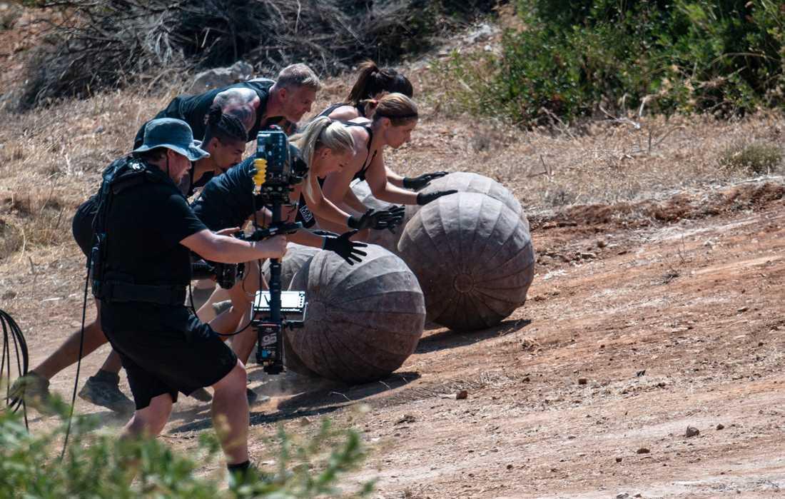 """Sisyfos är en klassisk gren i """"Mästarnas mästare"""", här precis i starten när deltagarna rullar kulor på 60 respektive 80 kilo både upp och nedför backar."""