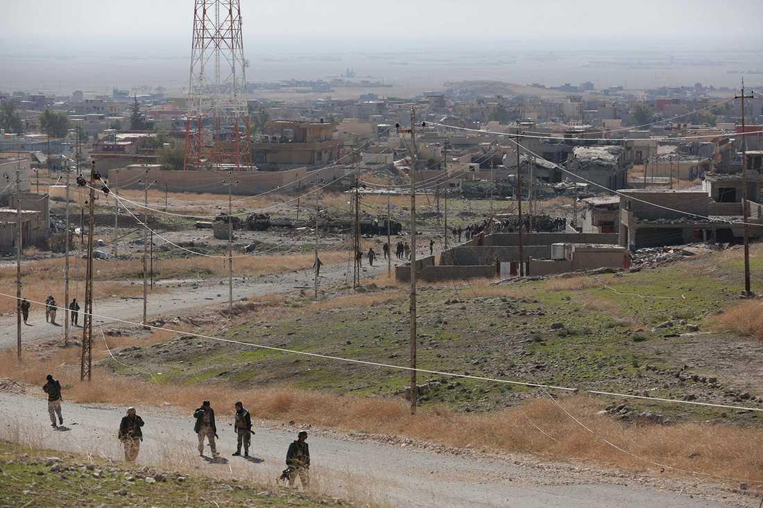 Arkivbild från striderna i Sinjar. På bilden ser man kurdisk perhmerga.