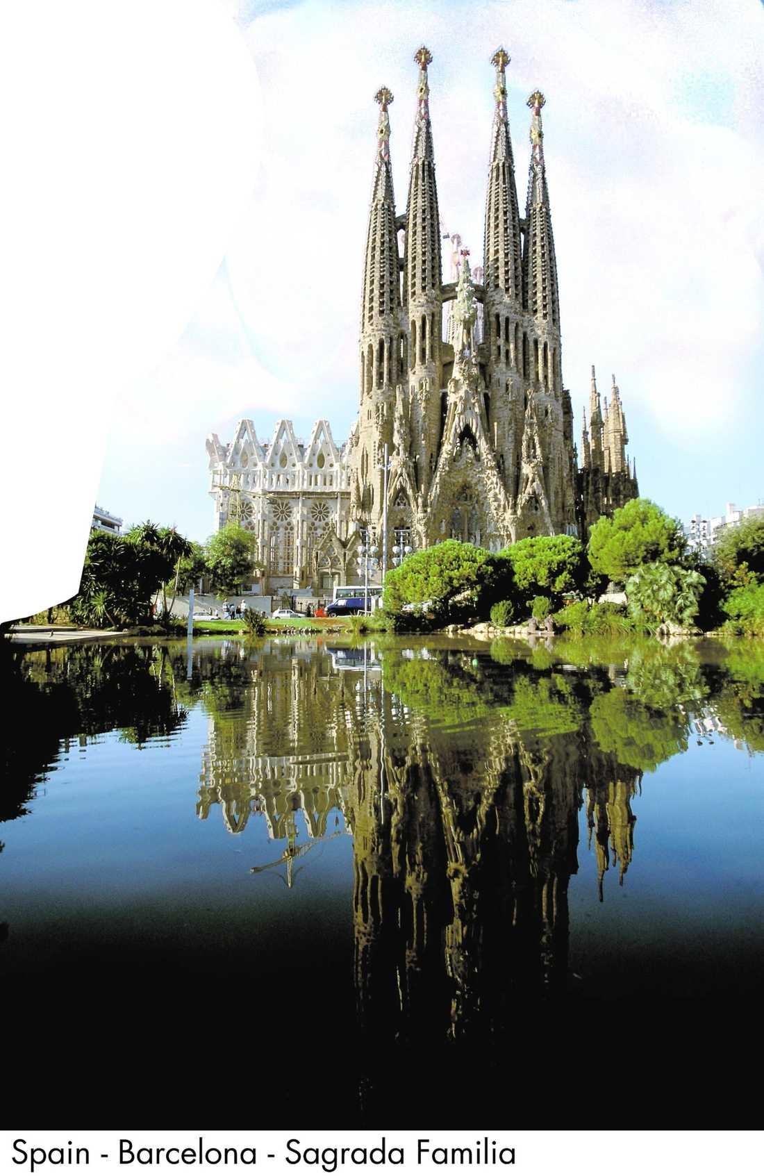 En stad för alla Vandra längs La Rambla eller besök La Sagrada Familia (bilden), Picassomuseet eller Camp Nou.