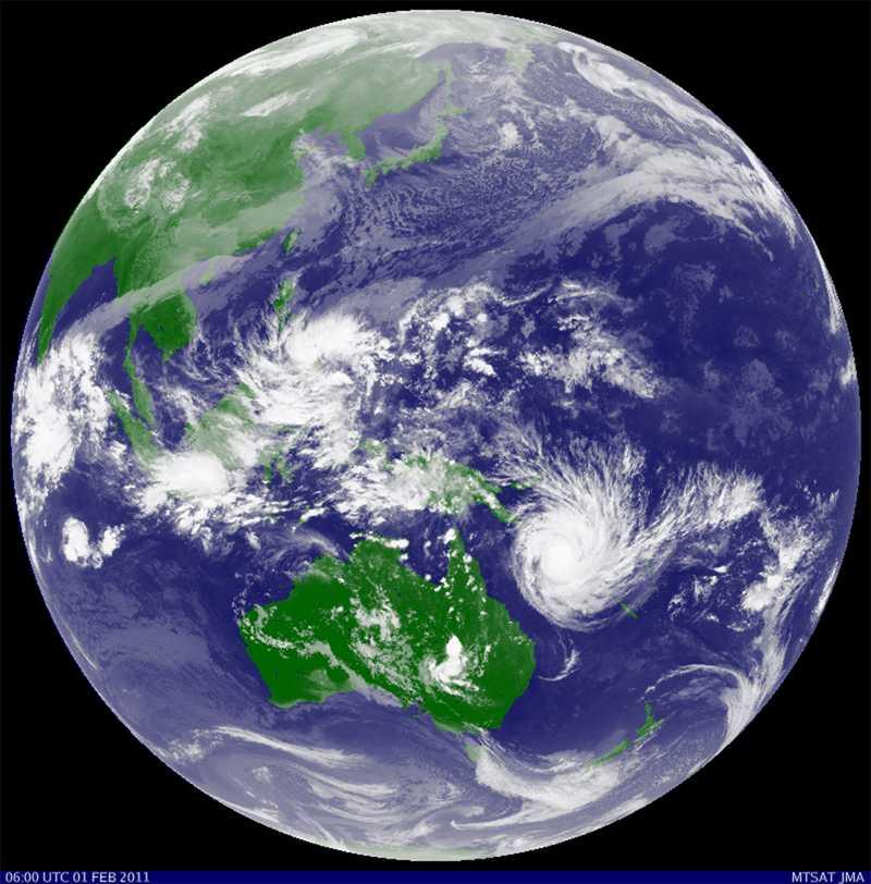 En hotande katastrof En japansk satellitbild visar hur Yasi närmar sig Australiens nordöstra kust.