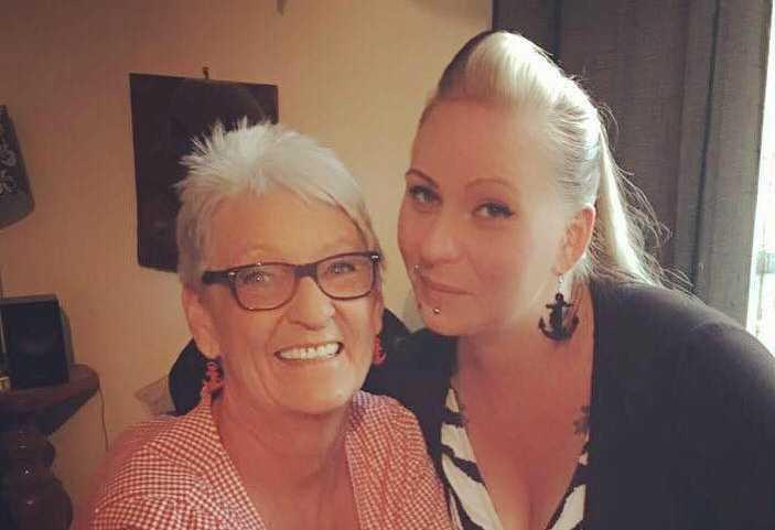 Mamma Meja och dottern Angela.