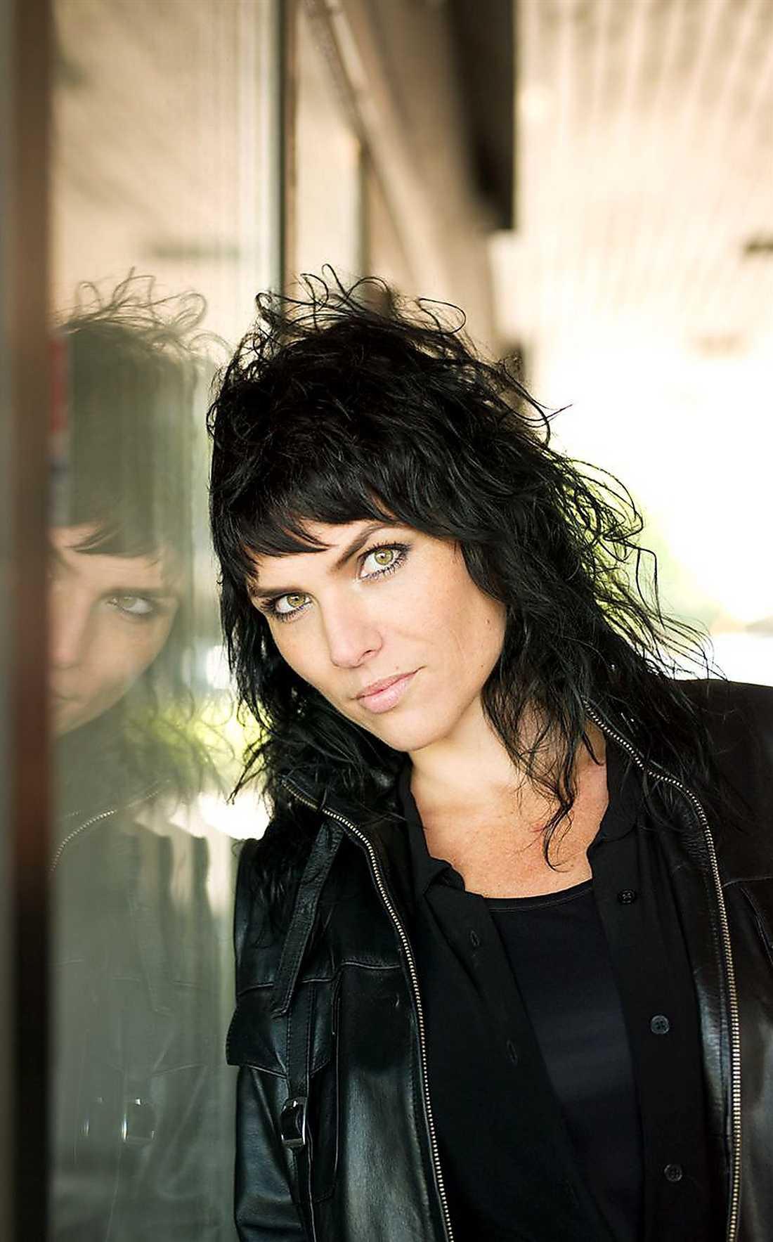 Eija Hetekivi Olsson (född 1973)är uppvuxen i Gårdsten.