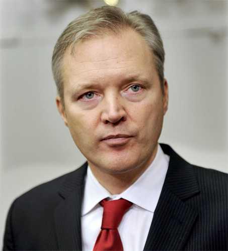 2012 Den 29 mars 2012 meddelade Sten Tolgfors att han avgår som Sveriges försvarsminister.