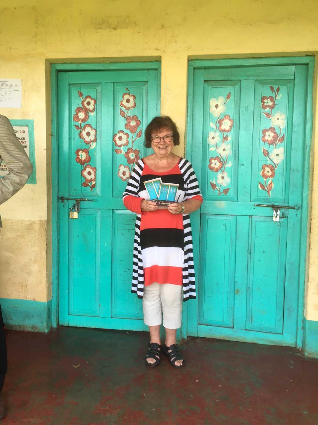 Bakom de här dörrarna gömde sig femton flickor från Massaifolket i Kenya – de hade rymt hemifrån för att slippa könsstympas.