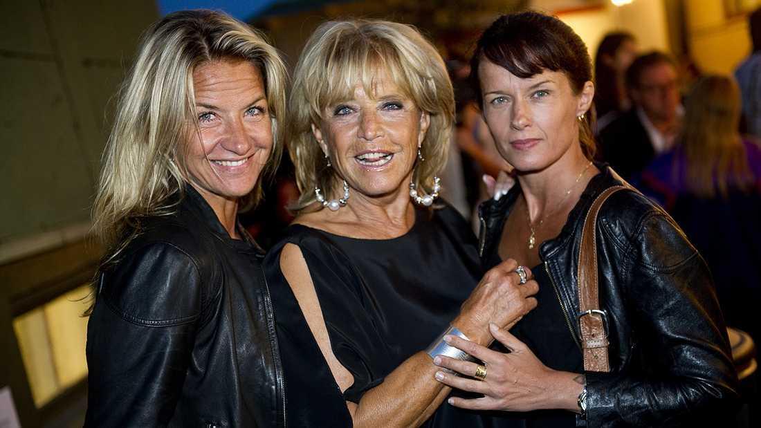 Lill-Babs med döttrarna Malin och Kristin.