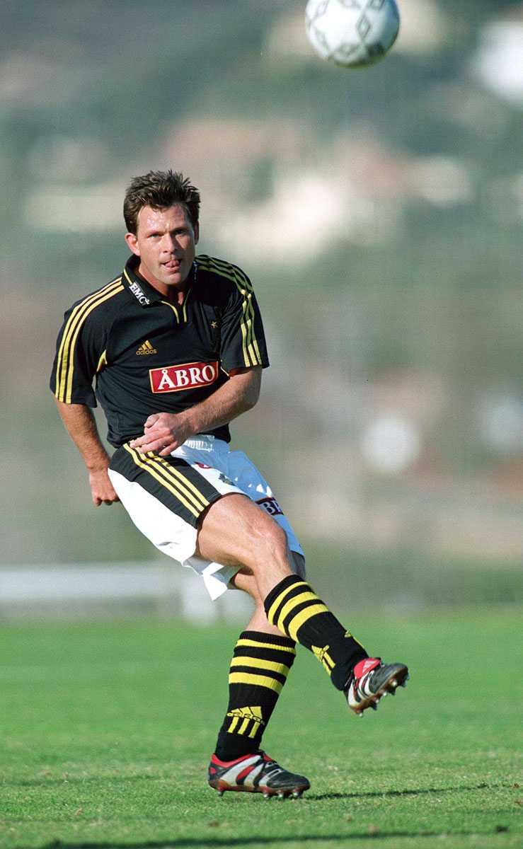 Tillbaka i Sverige Två år, 1999-2001, spelade Kåmark i AIK.