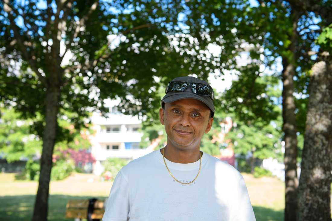 """""""Det är fel att begränsa asylsökandes möjligheter"""", säger Fesshaye Ressom i Norsborg, som själv var ny i Sverige för 30 år sedan."""