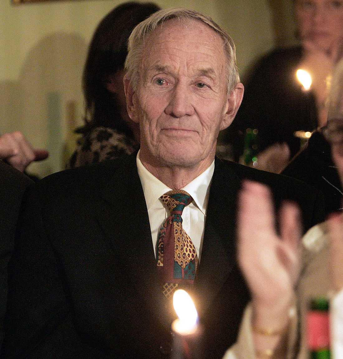 Ellos grundare Olle Blomqvist har död efter en tids sjukdom.
