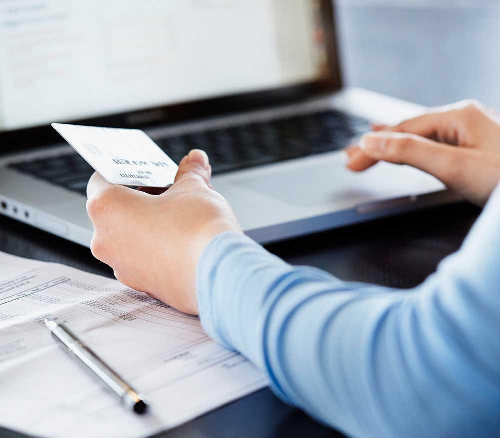 Flera banker har förifyllt ett lägre belopp än den totala skulden när du ska betala din kreditkortsfaktura i internetbanken.
