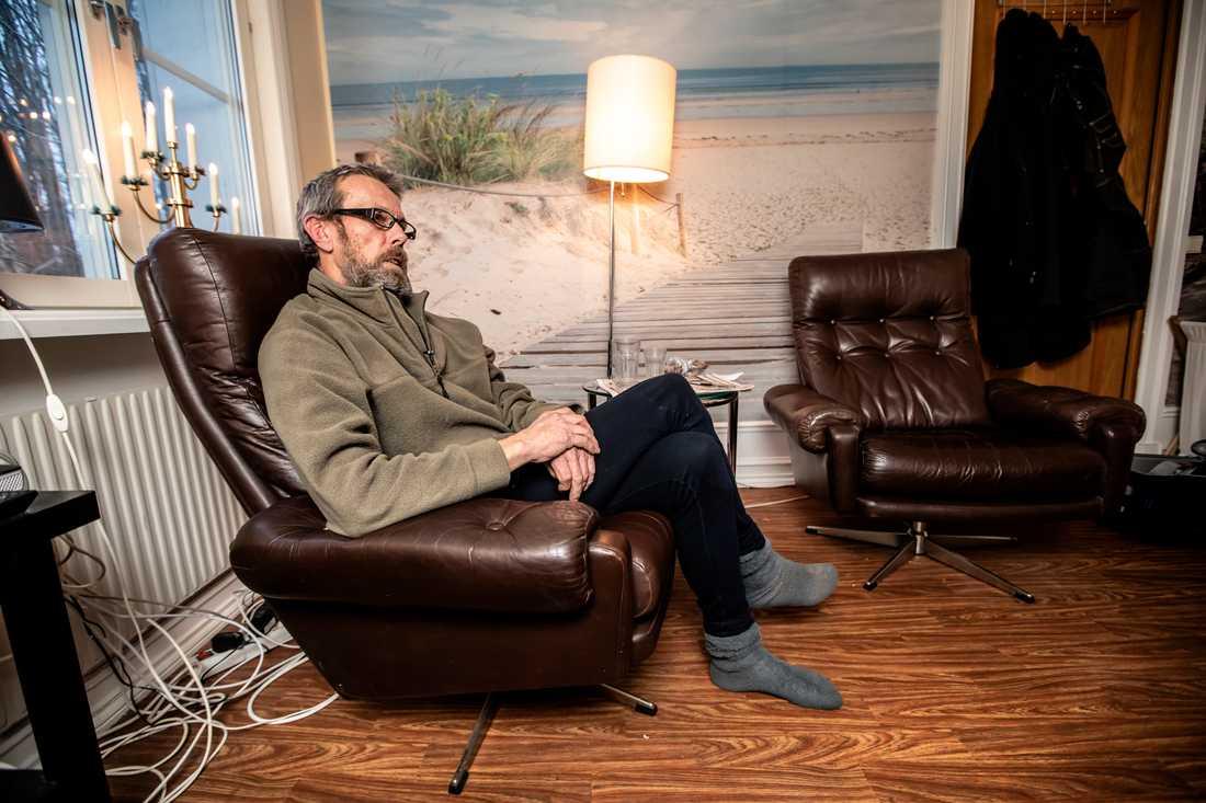 """""""Jag har levt som hemlös i åtta år. Nu är jag lyckligt förvisad till arbete och bostad sedan två månader tillbaka. Det känns himla bra"""", säger Anders."""