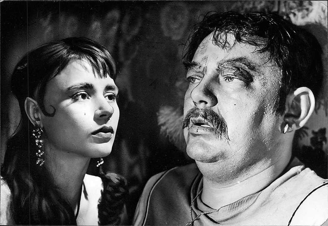 """Harriet Andersson i Ingmar Bergmans """"Gycklarnas afton"""" inspirerade Catherine Breillat att satsa på filmskapande. Till höger Åke Grönberg. Foto: Arkiv"""