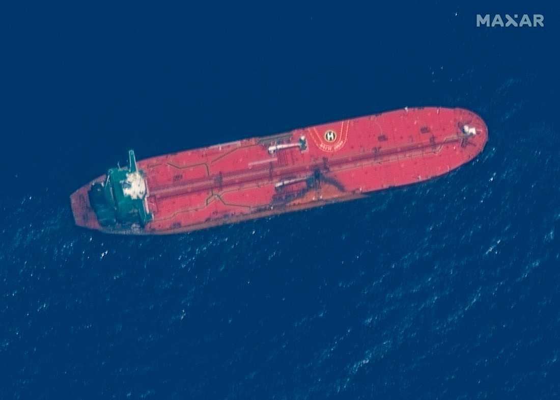 En satellitbild på oljetankern Front Altair som attackerades förra veckan. Arkivbild.