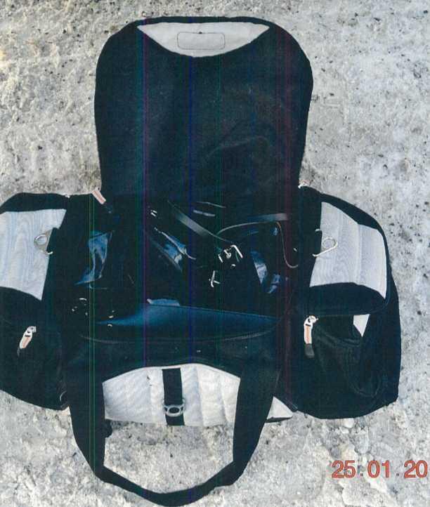 En bild av en packad väska från polisens förundersökning mot Göran Lindberg.