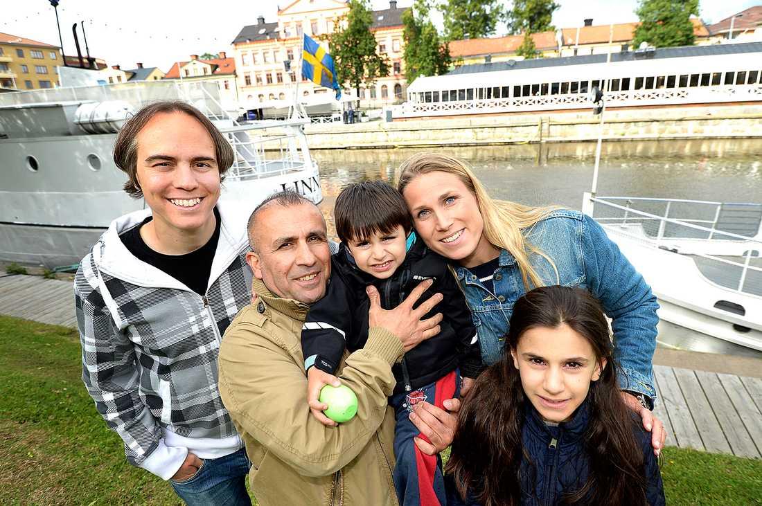 31-åriga Cathrin Levander och 35-årige Tobias Jakobsson räddade 2-årige Robin Yildrim när hans barnvagnen åkte ned i Fyrisån.