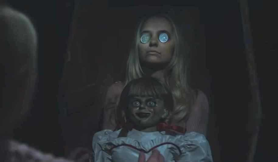 "Madison Iseman i ""Annabelle comes home""."