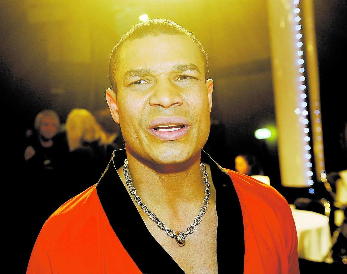 George Scott fick en blackout mitt under direktsändningen i TV4 när han skulle dansa. Senare röstades han ut ur Let's dance.