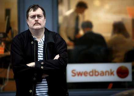 """""""Inte tillräckligt"""" Joakim von Braun, en av Sveriges främsta it-experter, ger tummen ned generellt för svenska bankers säkerhet. På den nivån de ändå ligger på tycker han att Swedbank och SEB är bäst."""