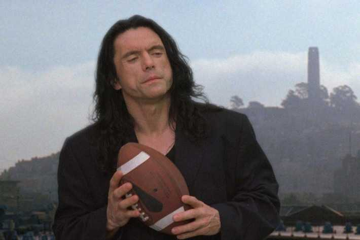 "Tommy Wiseau i kultrullen ""The room"" (2003)."