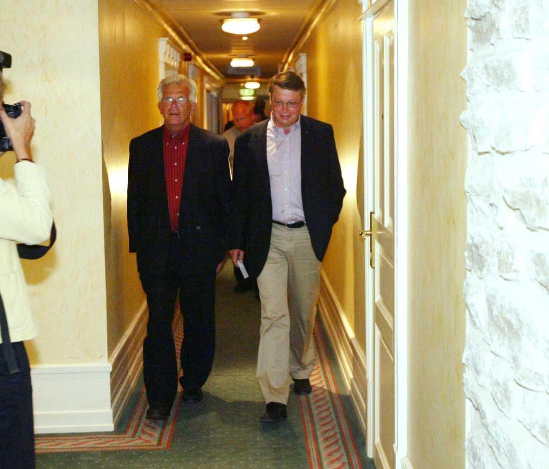 M-ledaren Bo Lundgren tog ett omdiskuterat bad 2002. Här syns han med KD-ledaren Alf Svensson