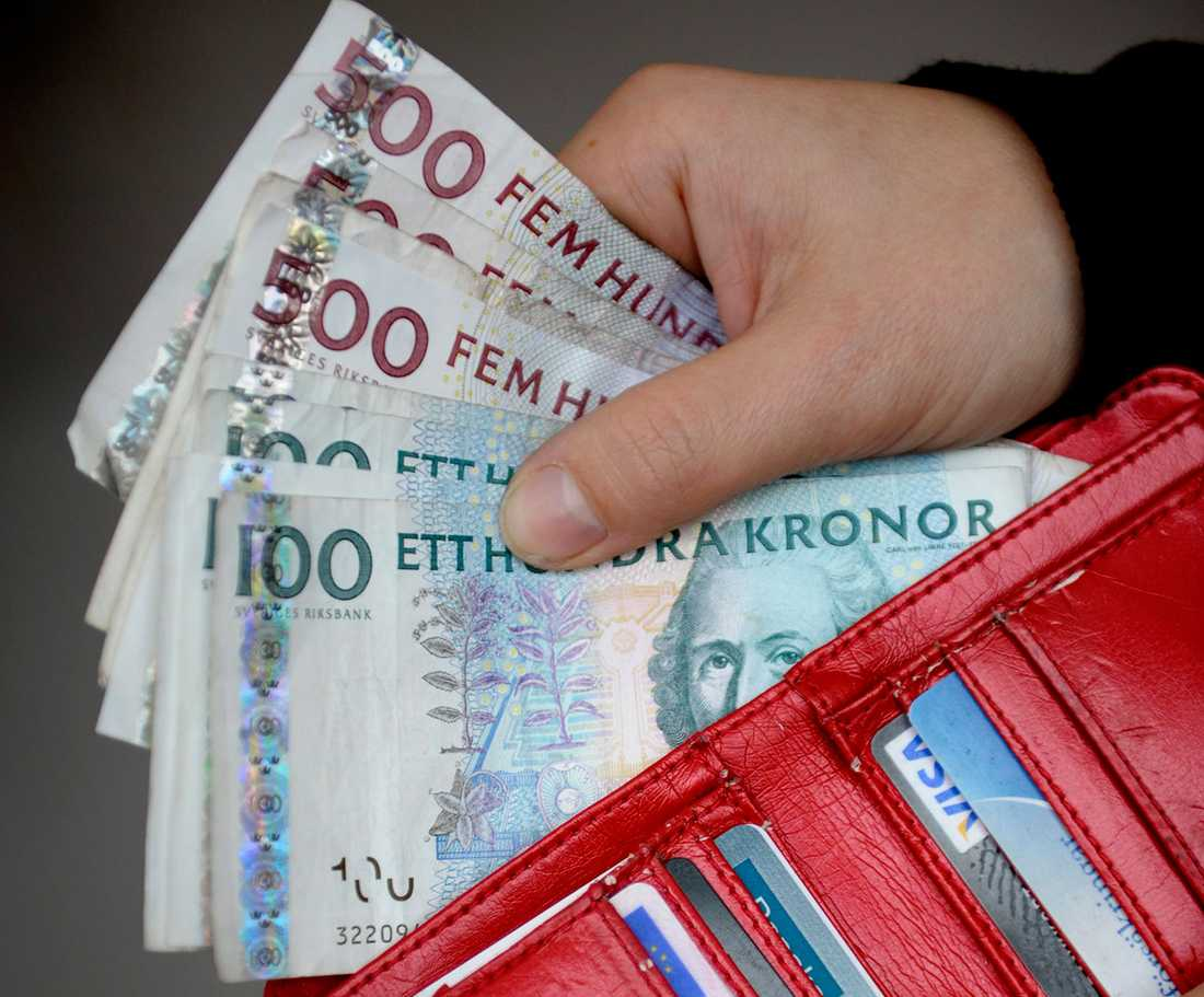 Enligt Jon Bertoft är det viktigt att kontanter finns kvar eftersom det också handlar om digital säkerhet och personlig integritet eftersom allt registreras på nätet när vi betalar med kort.