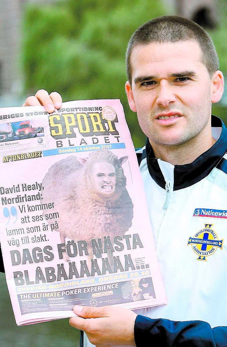 """""""Konstigt"""" """"Att se sitt ansikte på ett får var lite konstigt eftersom det aldrig hänt mig förut"""", säger målkungen David Healy när han ser Sportbladets förstasida från i söndags."""