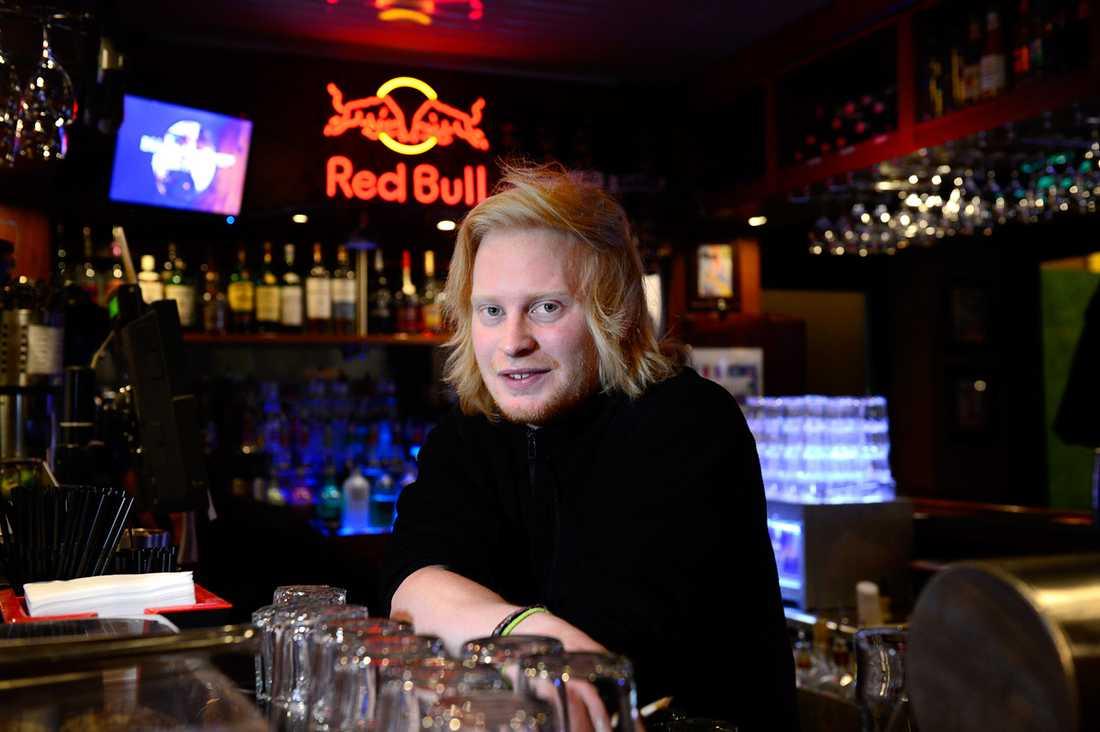 """Jacob Nilsson, 24, bartender, Oslo – Ja, det är för jävigt att man kan säga saker som """"din svenska jävel"""". Om man nekar någon att handla kan man lätt få höra något elakt. Men de flesta tycker det är positivt att vi är här."""