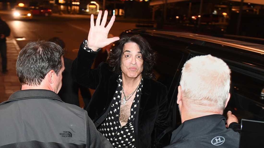 Paul Stanley anländer till hotellet i natt.