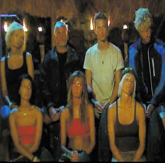 När alla rösterna hade lästs upp i ö-rådet tvingades Angela lämna tävlingen.
