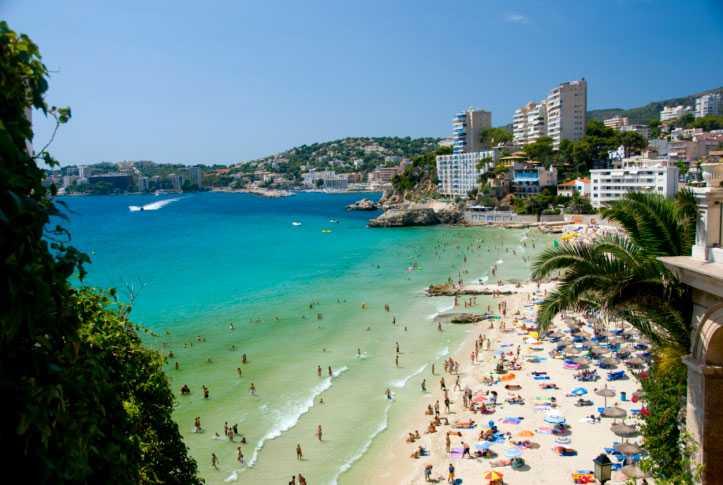 Mallorca  Här ser många svenskar fram emot att semestra.