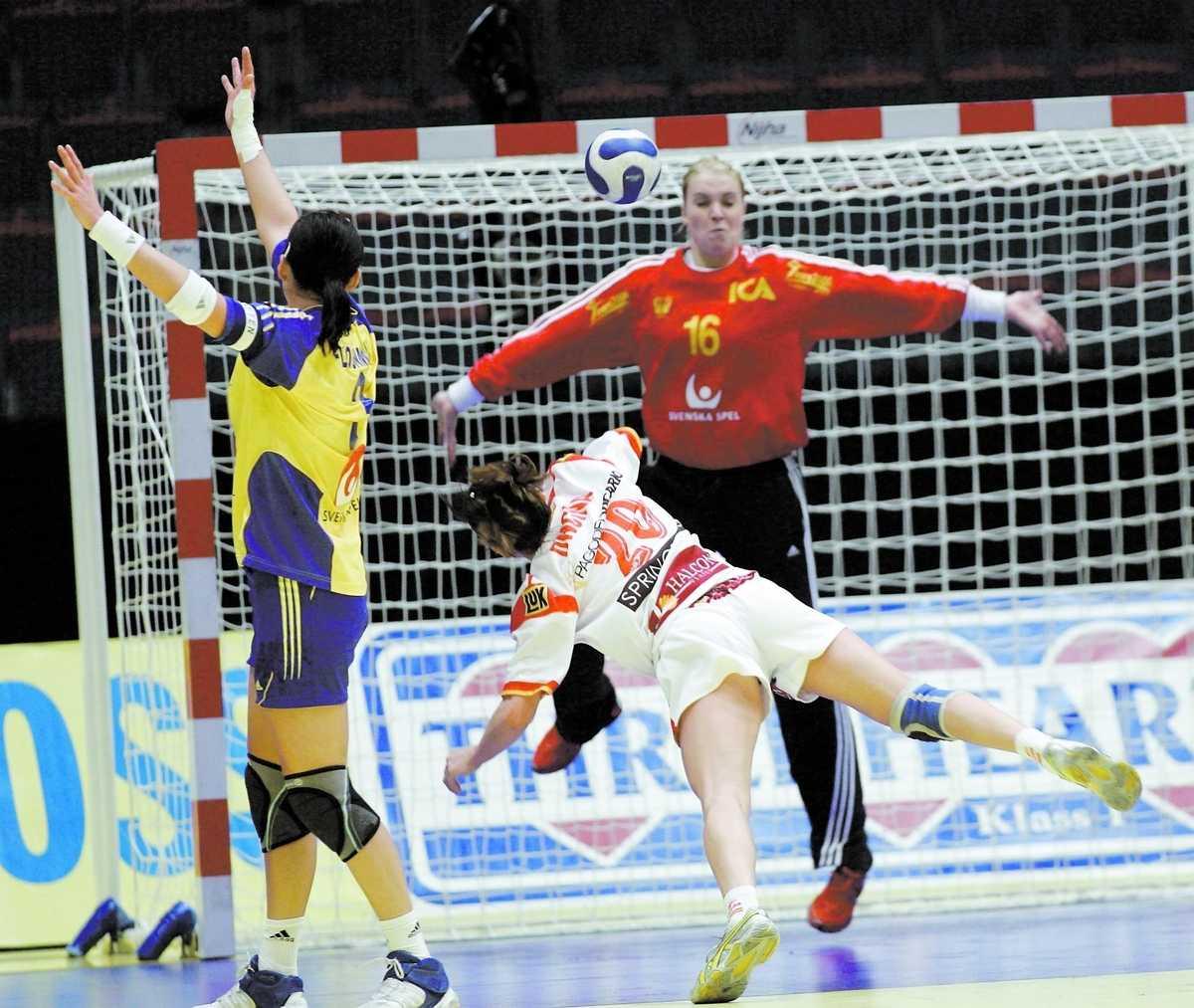 PAUS Madeleine Grundström lämnar landslaget tillfälligt efter 146 lands- kamper.