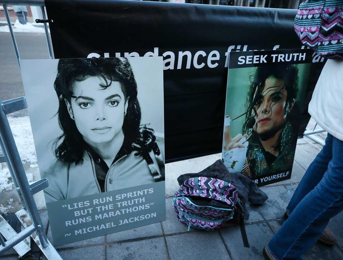 """Protester utanför """"Leaving Neverland""""-premiären i januari. Arkivbild."""