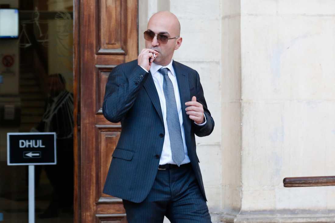 Affärsmannen Yorgen Fenech har gripits misstänkt för att ha betalat för mordet på en undersökande journalist.