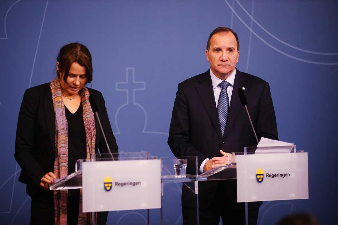 Åsa Romson och Stefan Löfven under presskonferensen i tisdags.