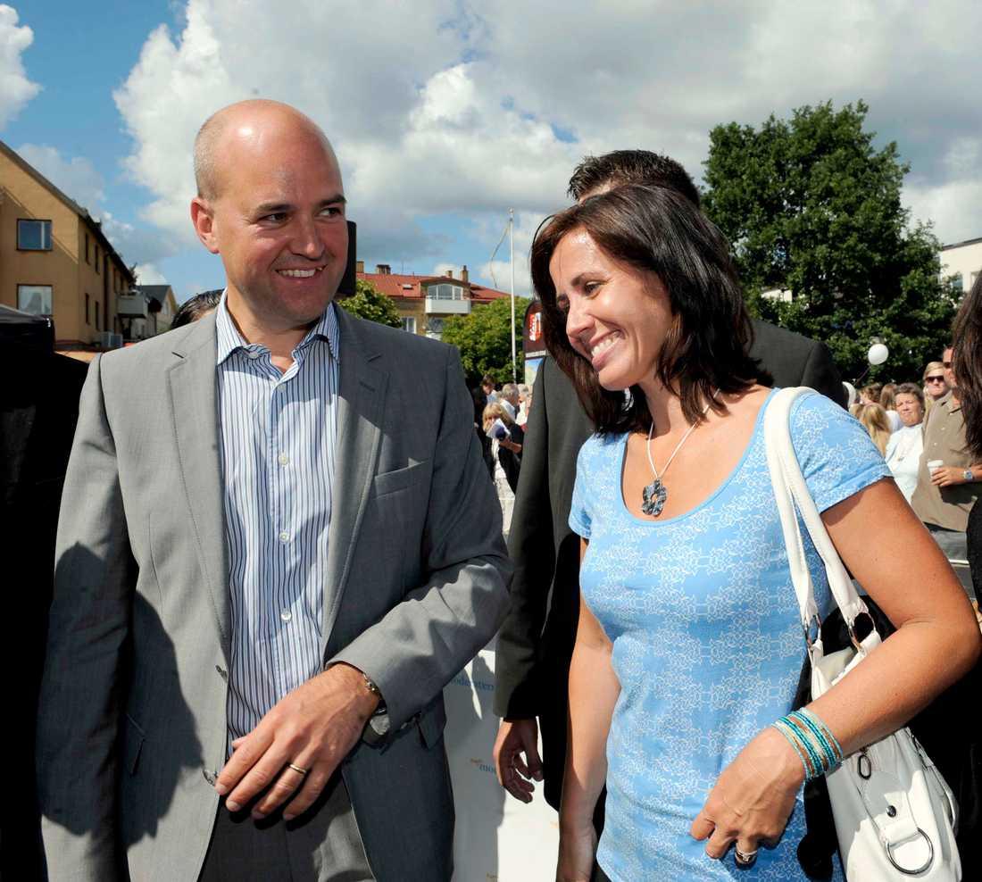 Statsminister Fredrik Reinfeldt var anspänd och kom till Vaxholm med sin hustru Filippa.