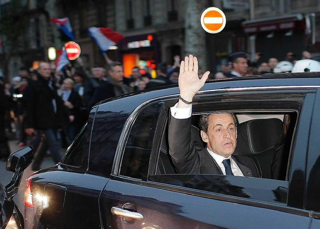 Sedan Nicolas Sarkozy förlorade sin åtalsimmunitet kan han åtalas för korruptionsanklagelserna.