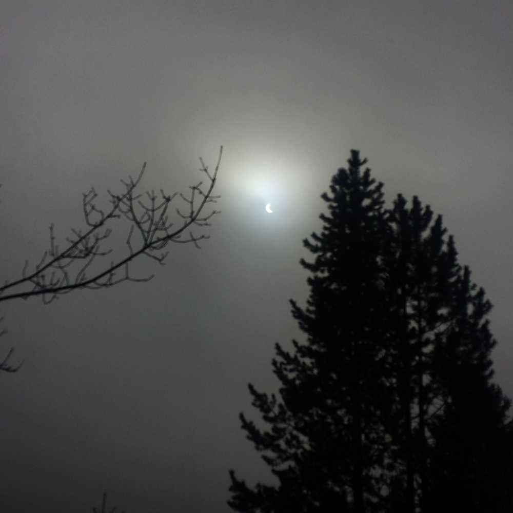 Solförmörkelse över Rykkinn strax utanför Oslo, Norge.