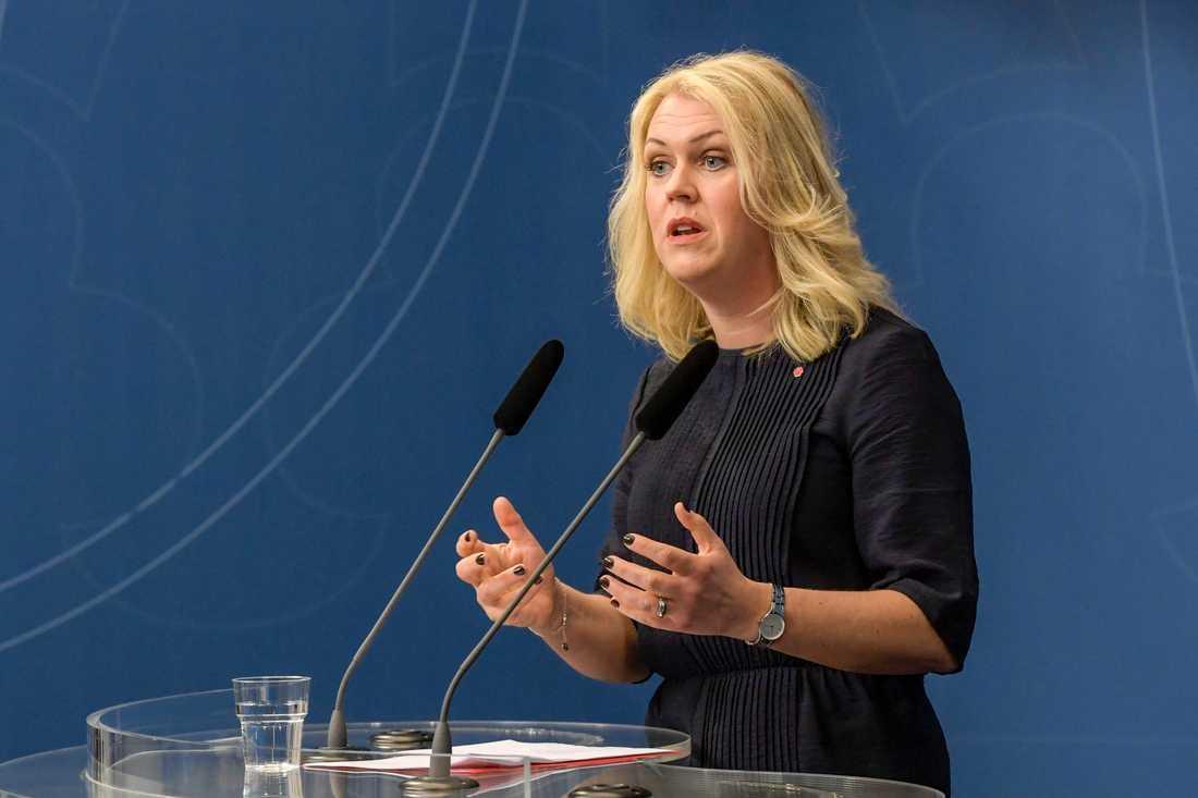 Lena Hallengren.