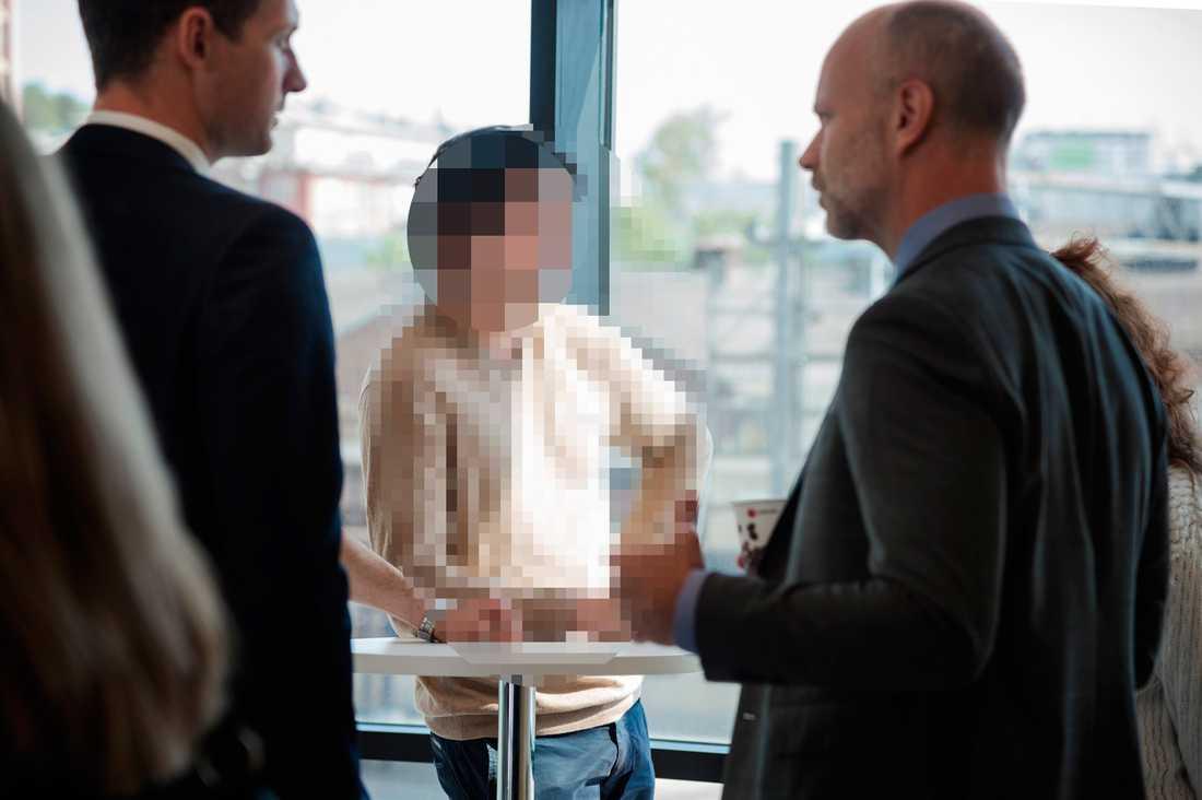 Den åtalade 22-åringen kan bli först i Sverige att dömas för våldtäkt, fast han inte var i samma rum som sina offer - i de flesta fall inte ens i samma stad.