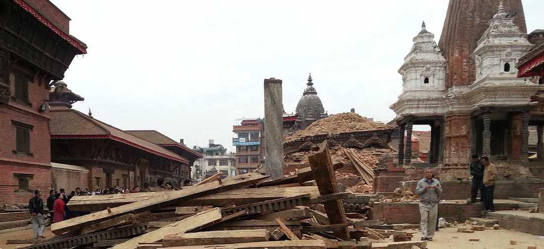 Stora delar av huvudstaden Katmandus gamla stad förstördes i helgens jordbävning.