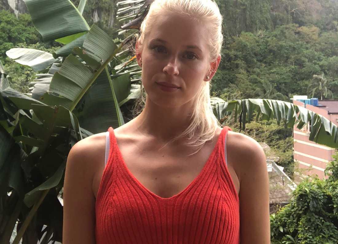Emma Andersson, 25, är fast på ön Palawan i Filippinerna efter aktivitet från vulkanen Taal stoppat all flygtrafik.