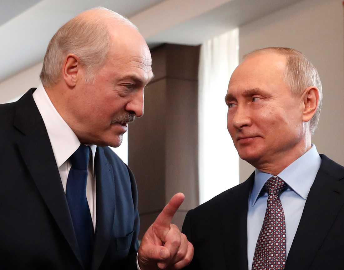 Arkivbild. Belarusdiktatorn Aleksandr Lukasjenko och Vladimir Putin.