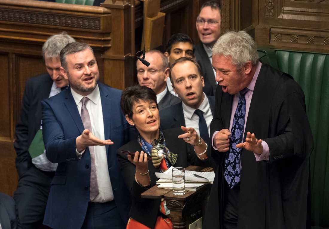 Brexitdebatterna i det brittiska underhuset har varit intensiva och högljudda under hösten och vintern. Talman John Bercow (till höger) har upprepade gånger fått be ledamöterna att skärpa sig. Arkivfoto.