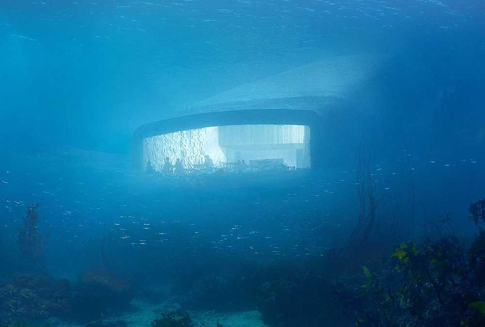 Matsalen ligger fem och en halv meter under havsytan.