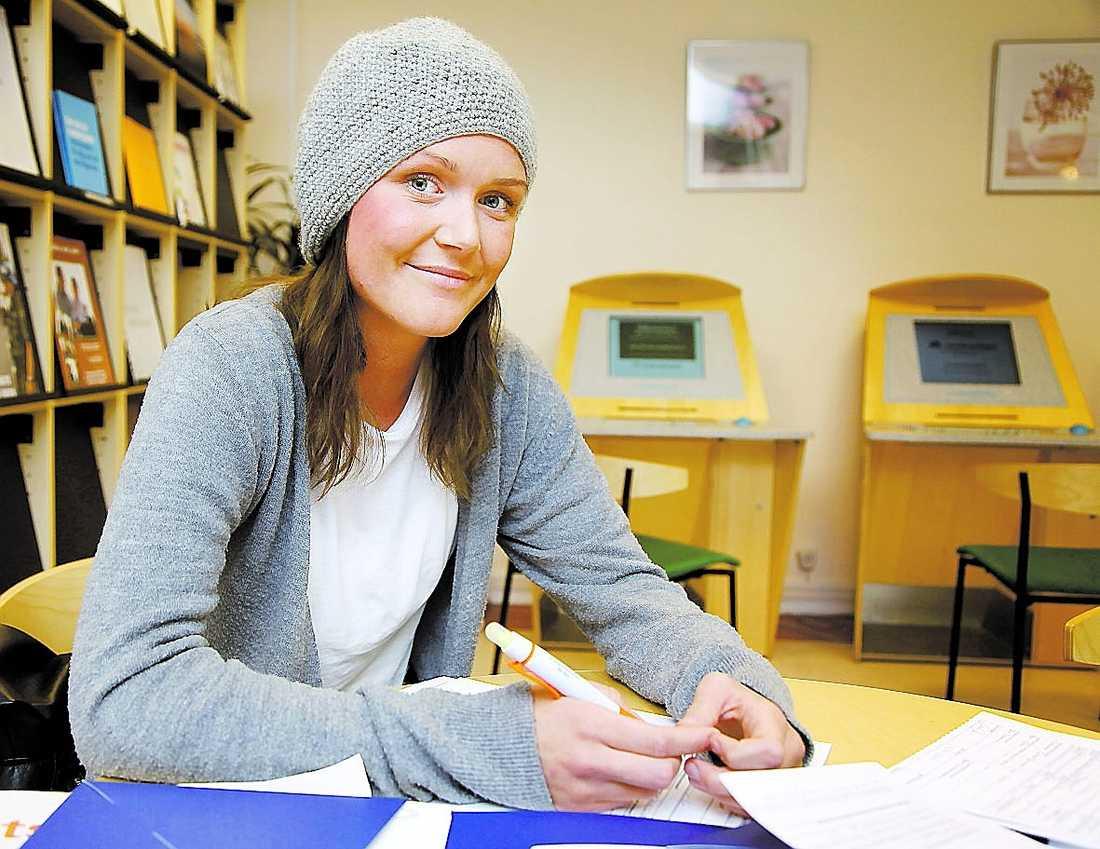 """""""Jag hade tänkt jobba på Ovako Steel i sommar igen, efter att jag kom hem från Norge. Men så blev det inte, de tar inga sommarvikarier"""", säger Emma Johansson."""