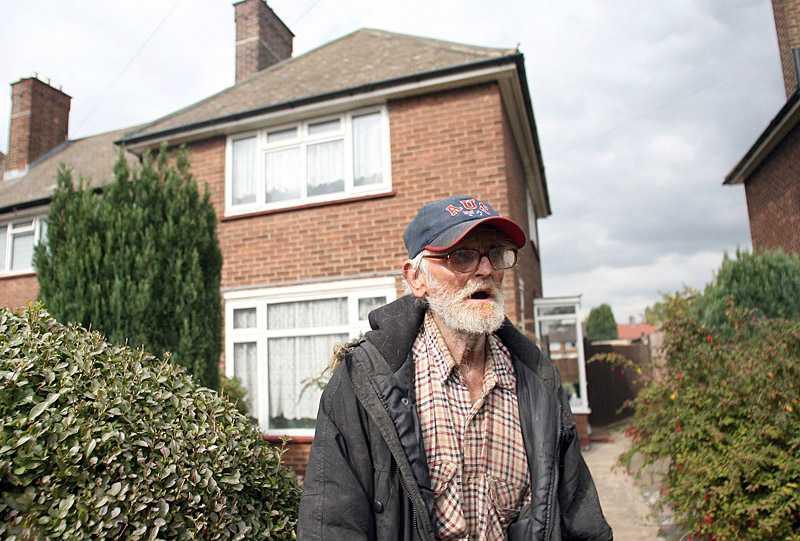 George Pope gick ut med hundarna, när han kom tillbaka hade någon bytt lås på dörren och det bodde en främmande familj i hans hus.